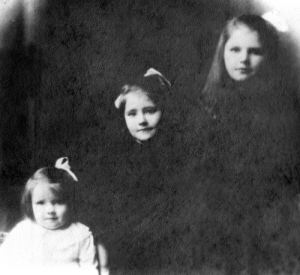 A 1920s image of Amy, Dorothy and Phyllis Godber.