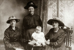 An image of a Haslam family of Stony Houghton. The lady standing is Shady Robinson Haslam formerly Wrath. She was my maternal grandmother. Enquiries continuing to identify other persons thereon.